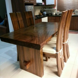 Meja Makan Brown Kayu Trembesi